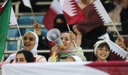 مشجعون بحرينيون خلال حضور إحدى المباريات في قطر