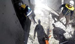 متطوعو الدفاع المدني أثتاء عملهم في ريف إدلب