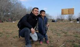 التقط العديد من اللاجئين الصور مع الفنان المشهور
