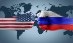 العلم الروسي والأمريكي
