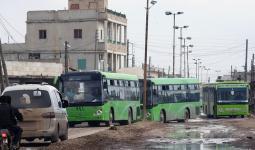 باصات التهجير عند وصولها لمعبر أبو الزندين شرق حلب - أرشيف