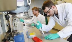 جامعة أكسفورد ستبدأ بالتجارب السريرية للقاح جديد يوم الخميس