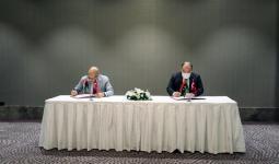 لحظة توقيع اتفاقية تعاون بين وزارة الصناعة والتكنولوجيا التركية مع مصرف ليبيا المركزي