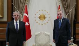 جانب من اللقاء بين أردوغان ورئيس بلدية أنقرة