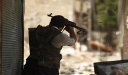 أحد الثوار أثناء استهداف ميليشيات الأسد - أرشيف