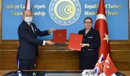 جانب من توقيق اتفاقية تجارية بين تركيا وبريطانيا