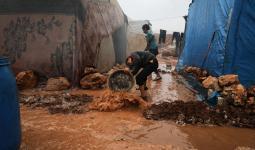 الطين في مخيمات الشمال السوري- الدفاع المدني