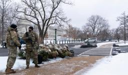 جنود الحرس الوطني يقفون في موقعهم على جانب مجلس النواب
