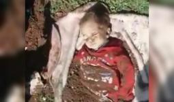 جثة الطفلة بعد إخراجها من القبر