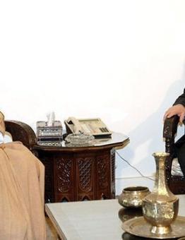 نائب رئيس مجلس الوزراء وزير خارجية الأسد وليد المعلم مع يوسف بن علوي الوزير المسؤول عن الشؤون الخارجية في سلطنة عمان.