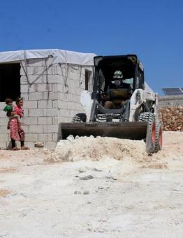 أعمال الدفاع المدني في مخيمات النازحين بريف إدلب