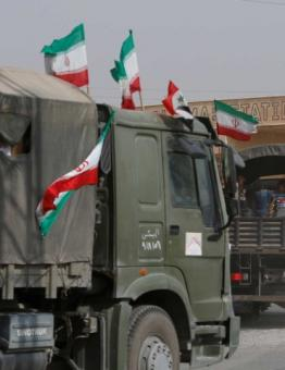 مركبات تحمل العلم الإيراني في دير الزور