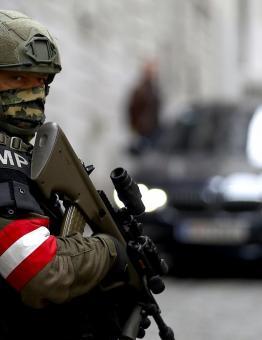 عنصر أمن نمساوي