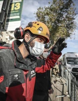 مشاركة علاء درويش في أعمال الإنقاذ عقب زلزال إزمير