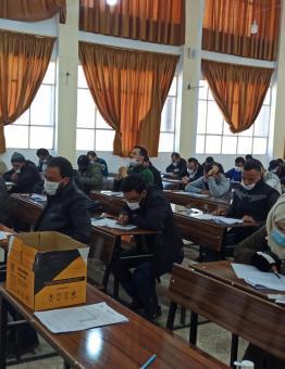 طلاب في جامعة حلب الحرة