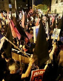 آلاف الإسرائيليين يطالبون باستقالة نتنياهو