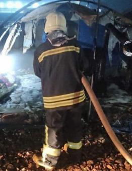 صورة لخيمة محترقة