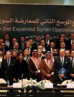 صورة من اجتماع سابق لهيئة التفاوض في السعودية