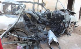 آثار الحريق في السيارة المستهدفة غرب حلب
