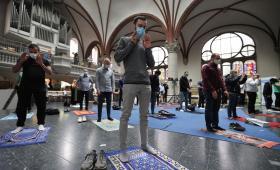 كانت ألمانيا قد سمحت باستئناف الخدمات الدينية في 4 أيار\مايو