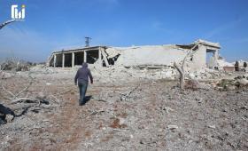 الدمار الذي خلفته الغارات الروسية على مأوى للنازحين بمدينة معرة مصرين 5آذار 2020