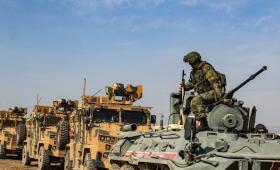 عربات روسية وتركية خلال تسييرها في سوريا.
