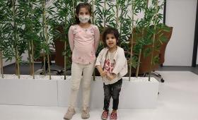 الطفلتان السوريتان  فاطمة وسارة عفش