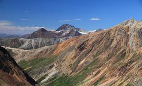 إحدى السلاسل الجبلية