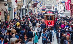شارع الاستقلال الشهير في مدينة إسطنبول