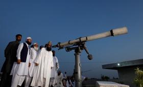 تحري هلال رمضان في إحدى الدول