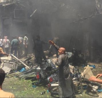 آثار قصف نفذته طائرات نظام الأسد في سوريا