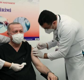 الرئيس أردوغان يتلقى جرعة لقاح كورونا الأولى