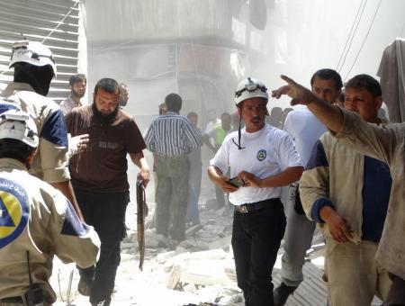 الخوذ البيضاء تنتشل ضحايا