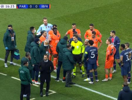 جانب من المشادة الكلامية التي شهدتها مباراة الفريقين التركي والفرنسي