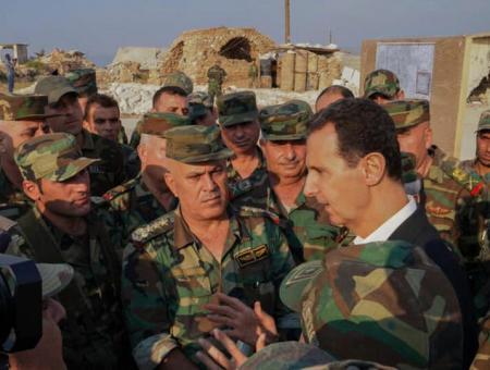 بشار الأسد وسط عدد من ميليشياته في سوريا