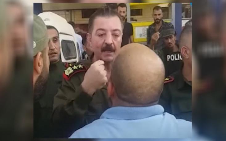رجل في درعا يهدد ضابط في نظام الأسد