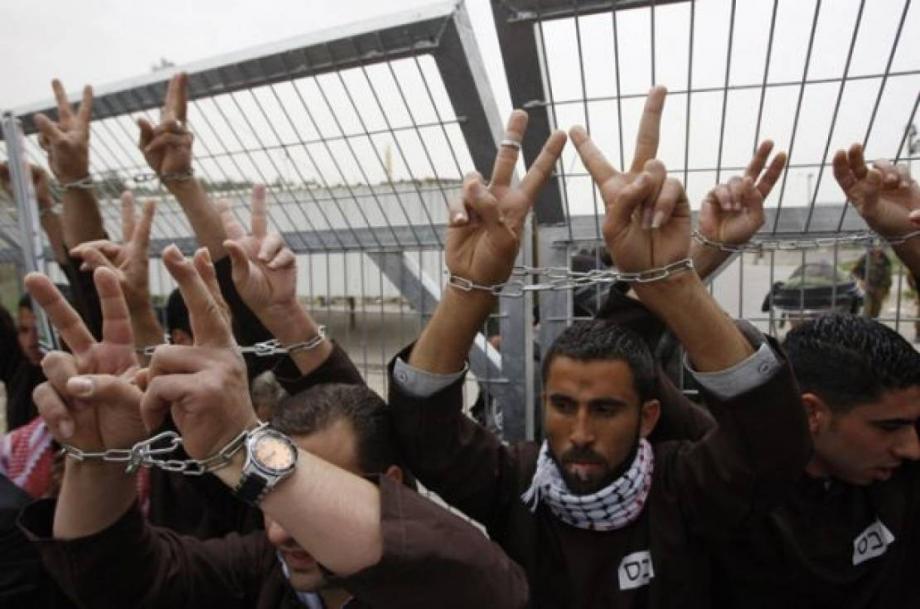 """تعتقل """"إسرائيل"""" في سجونها نحو 5 آلاف فلسطيني"""