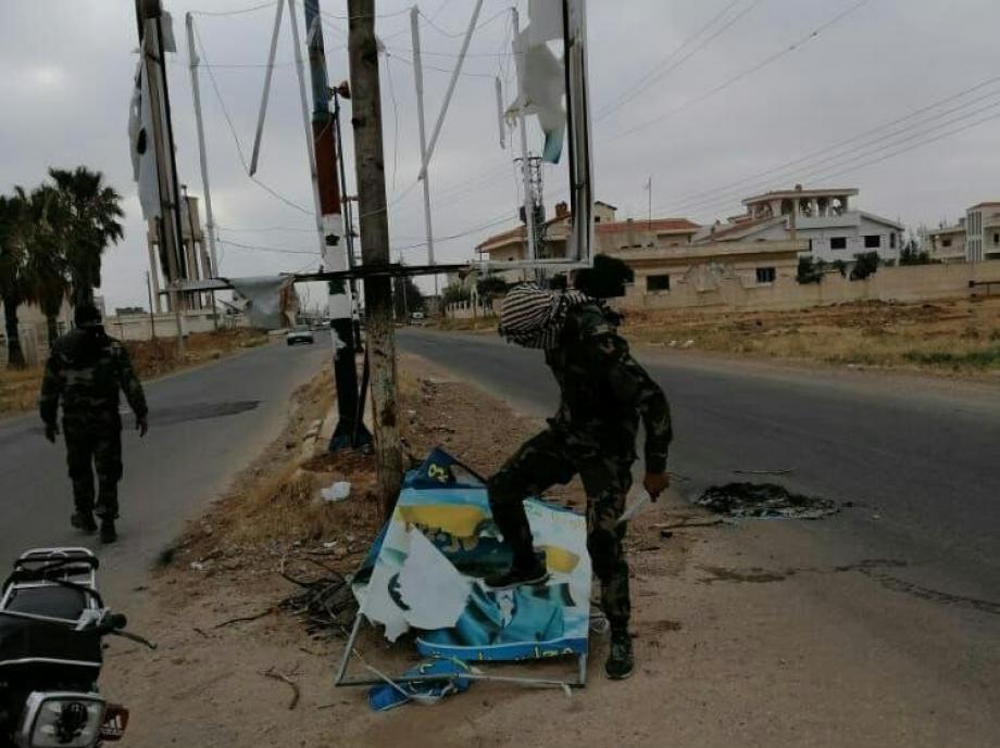 تمزيق صور بشار الأسد في درعا