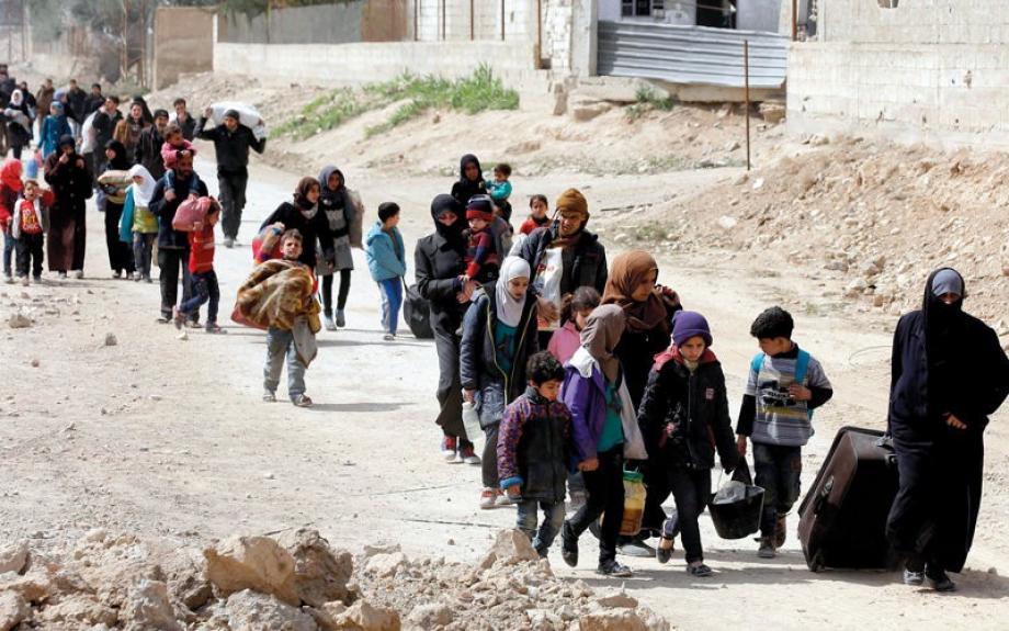 صورة أرشيفية لنازحين من الغوطة الشرقية