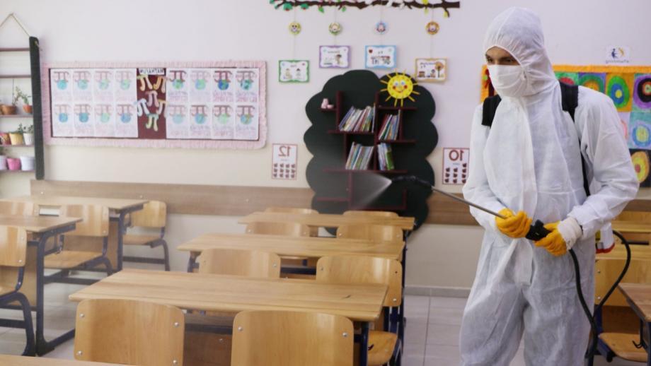 طلاب رياض الأطفال والسنة الأولى فقط