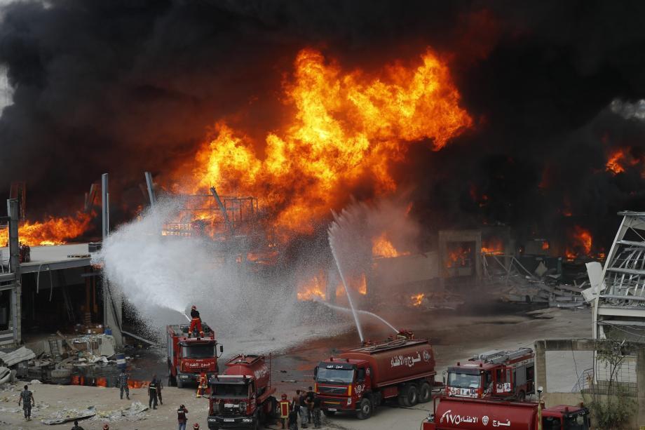 لم يتضح على الفور سبب الحريق.