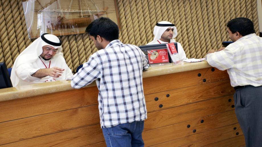 الشركات في الكويت تطلب عمالة وافدة من السلطات