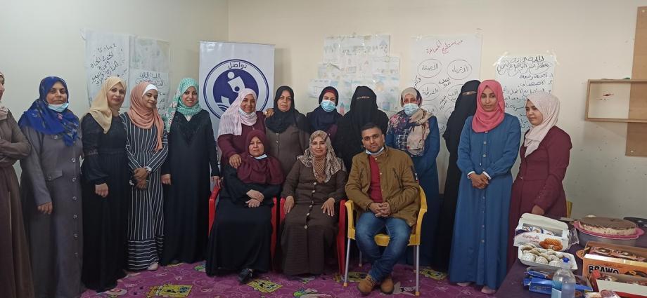 تواصَل بالتعاون مع البرامج النسائية تختتم دورة الكروشيه للسيدات