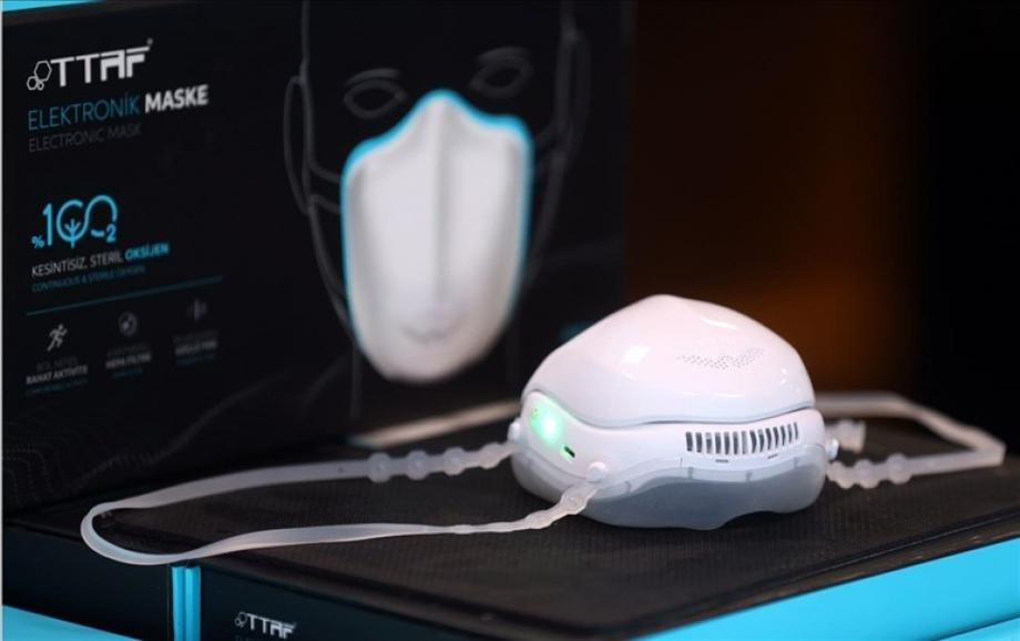 الكمامة تحتوي على فلتر قابل للاستبدال ومروحة