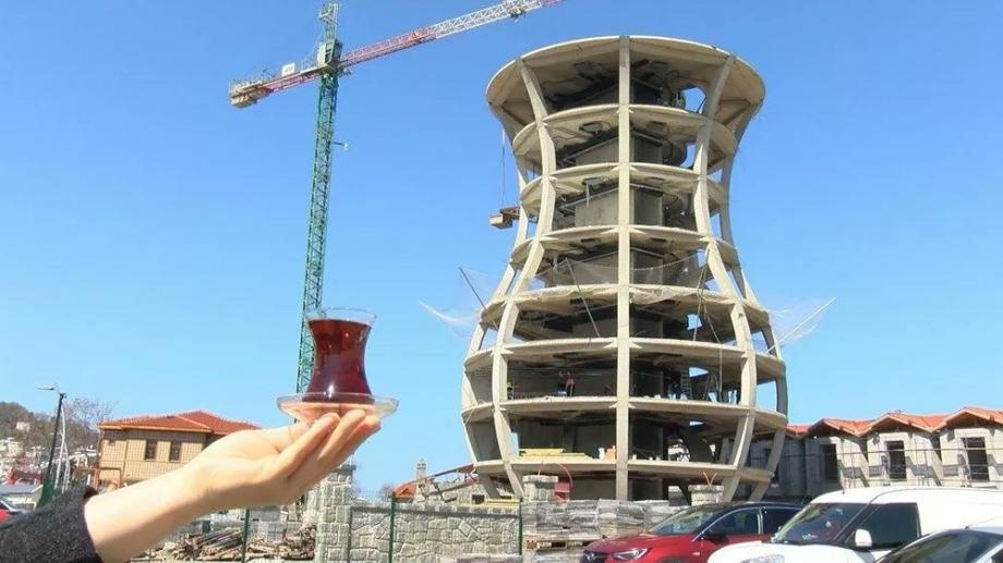 بناء على شكل كأس شاي في تركيا