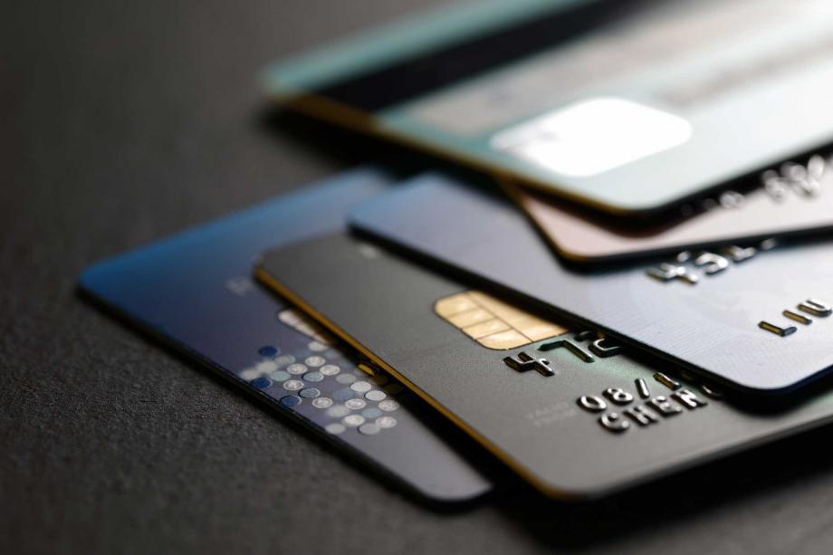 المتسوقين أصبحوا يميلون إلى إنفاق المزيد من الأموال عند استخدام البطاقات الائتمانية