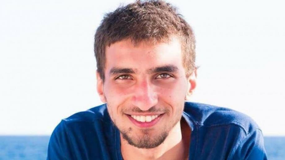 طالب شقيقُ حسن البنا بالكتابة والتدوين عنه