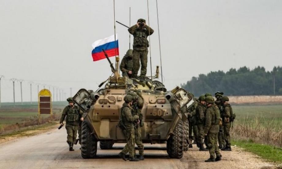الميليشيات الروسية تتباهى من حين لآخر بالأسلحة