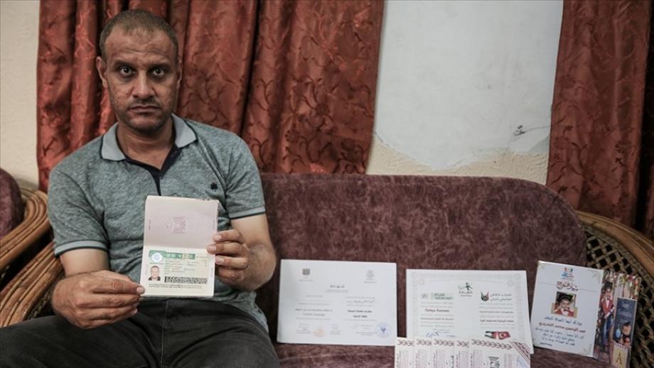 الحديدي يعرض جوزات سفر ابنائه وفيزة تركيا على جوازه