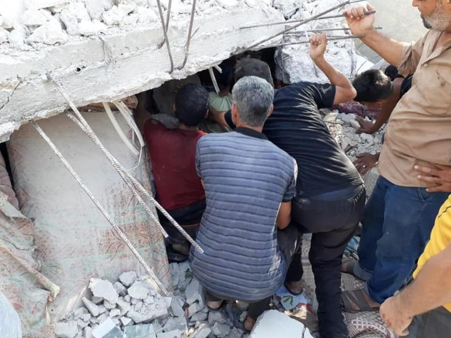 لحظة انتشال الضحايا من مجزرة اليادودة غرب درعا 29 7 2021